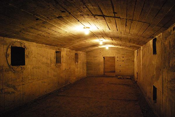 「串良基地地下壕電信室」画像
