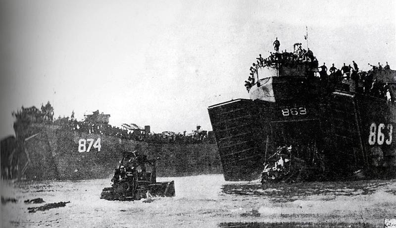 金浜海岸に上陸する進駐軍